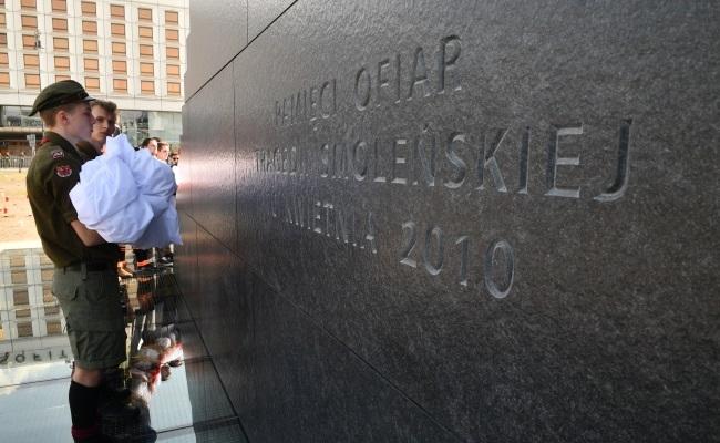 В Варшаве открыли памятник жертвам катастрофы под Смоленском