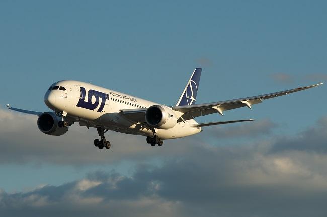 LOT будет летать из Варшавы в Каунас